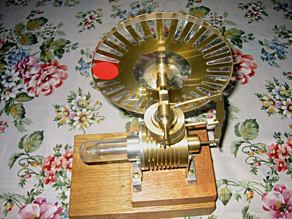 Engine with a vertical pendulum